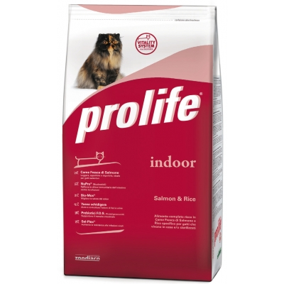 Complete pet food full of fresh pork and rice for sensitive and/or sterilised cats
