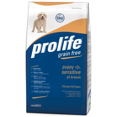 Complete pet food full of fresh beef and potatoes for hypersensitive adult dogs