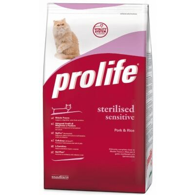 Complete pet food full of fresh chicken and rice for  senior cats